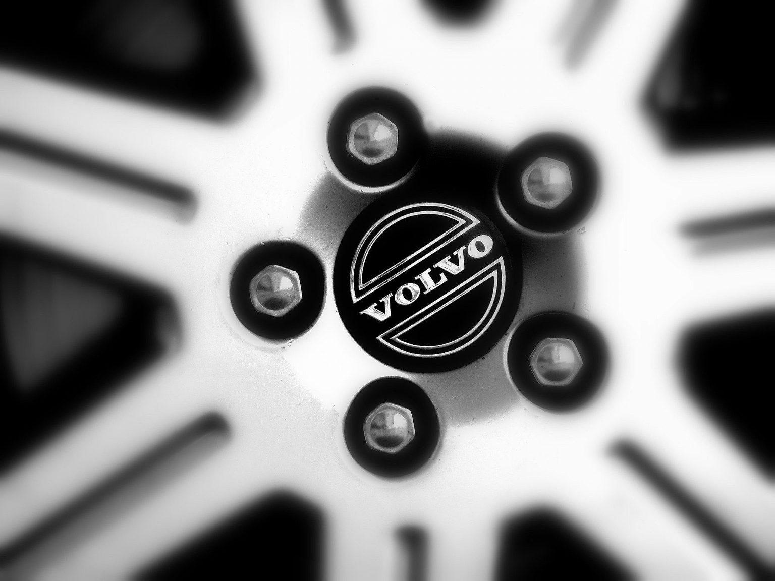 Volvo-wheel-close-up-Popular Mechanix-San-Francisco-auto-car-repair-service.jpg